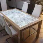 stůl-s-grfosklem
